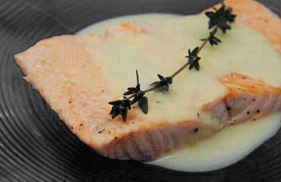 Σολομός με σάλτσα σαμπάνιας και ρύζι με λαχανικά