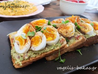 Πρωινό #6 Γουακαμολε σε φρυγανισμένο ψωμί και βραστό αυγό