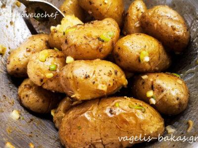 Χοιρινά παϊδάκια με πατάτες baby